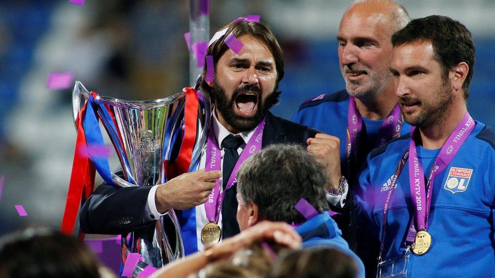 Reynald Pedros, entrenador del Lyon, celebrando la victoria.
