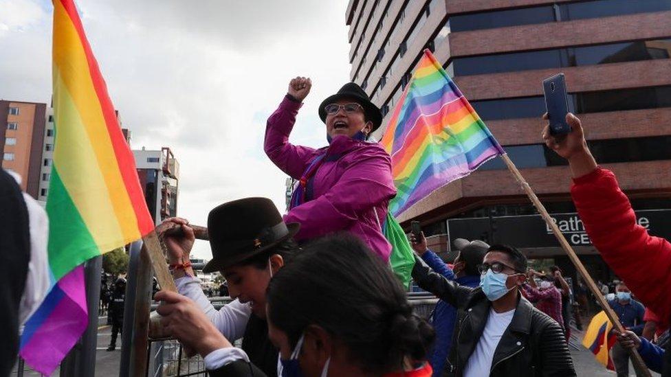 Protesta frente al CNE de Ecuador.