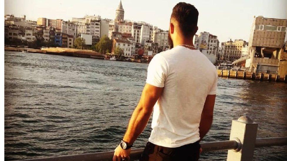 مأمون الأحمر، لاجئ سوري مقيم في اسطنبول ينتظره مصير غامض بسبب الإجراءات الأمنية الجديدة