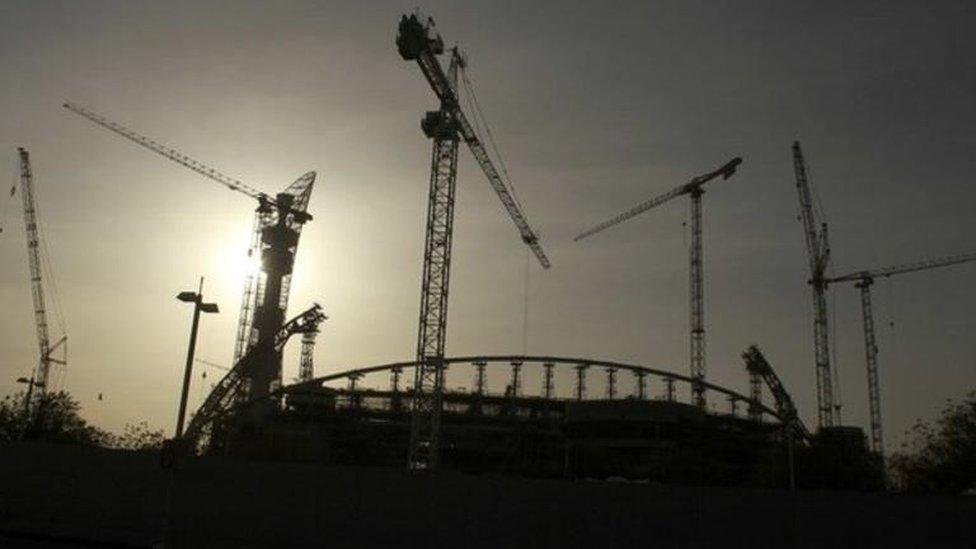 Qatar stadium building
