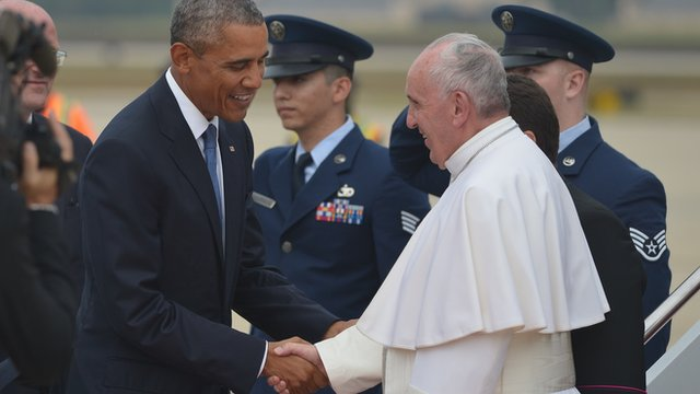 US President Barack Obama welcomes Pope Francis