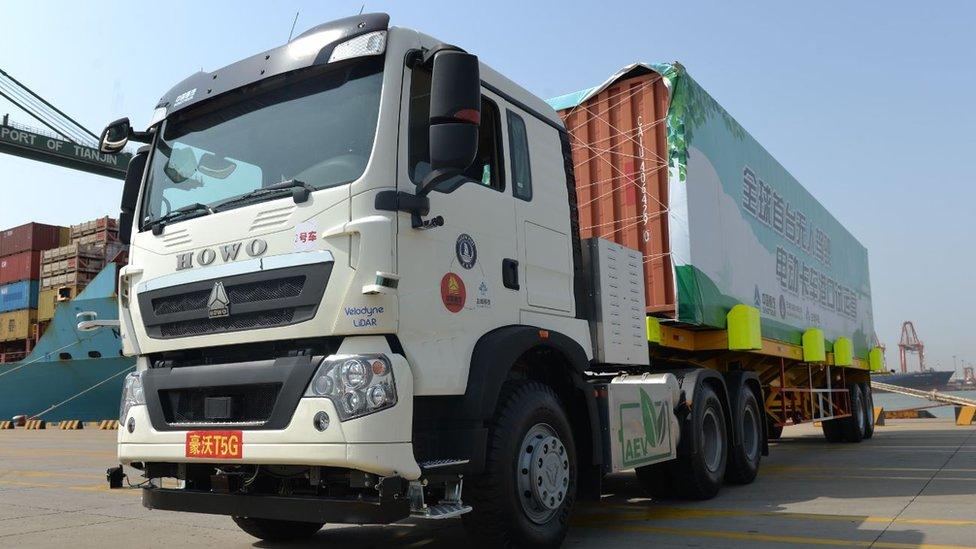 Camión automático en el puerto de Tianjin.
