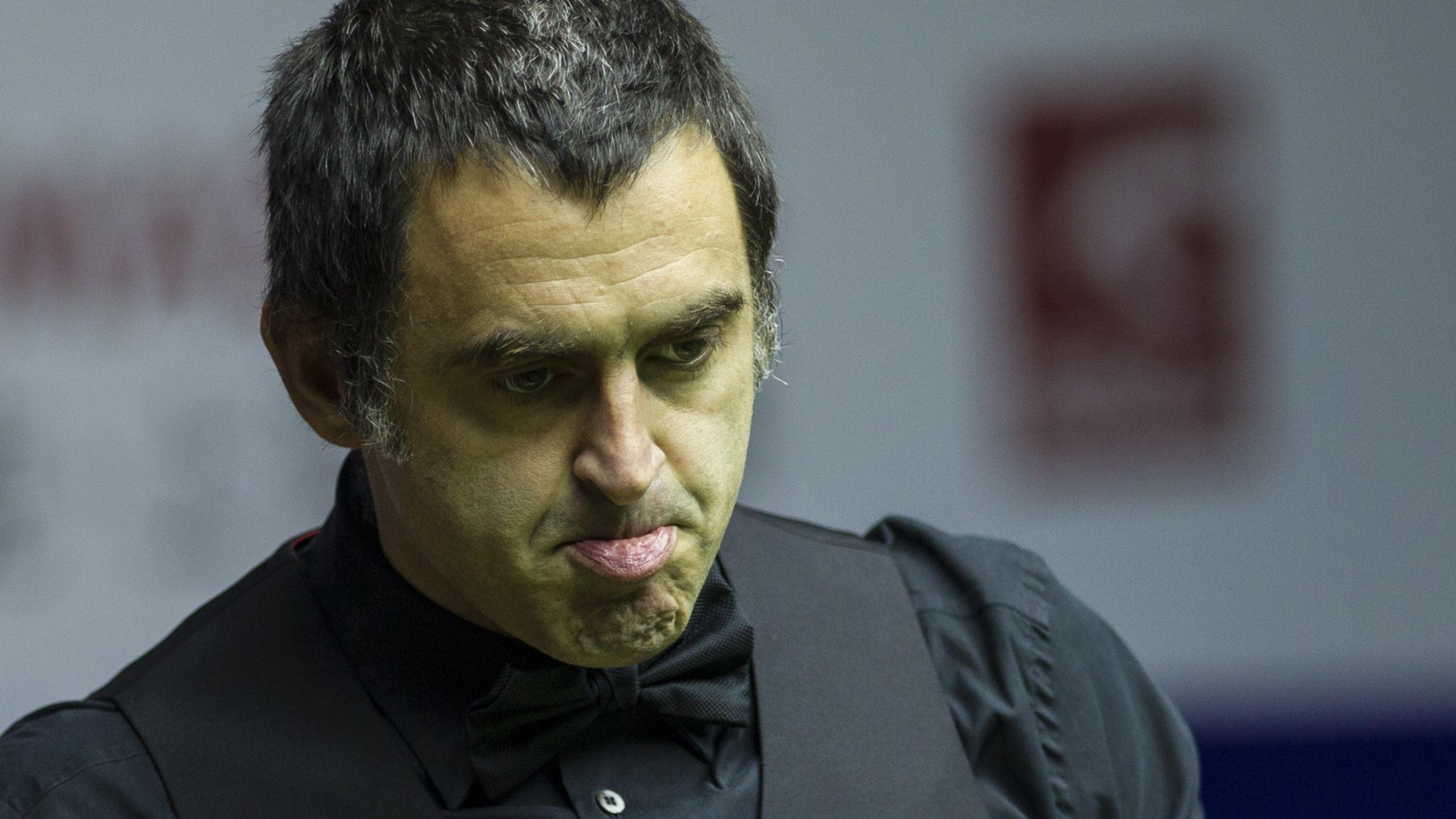 'Hellhole' English Open venue smells of urine, says O'Sullivan