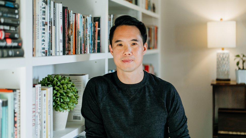 44岁的游朝凯是美国知名作家。(photo:EBCTW)