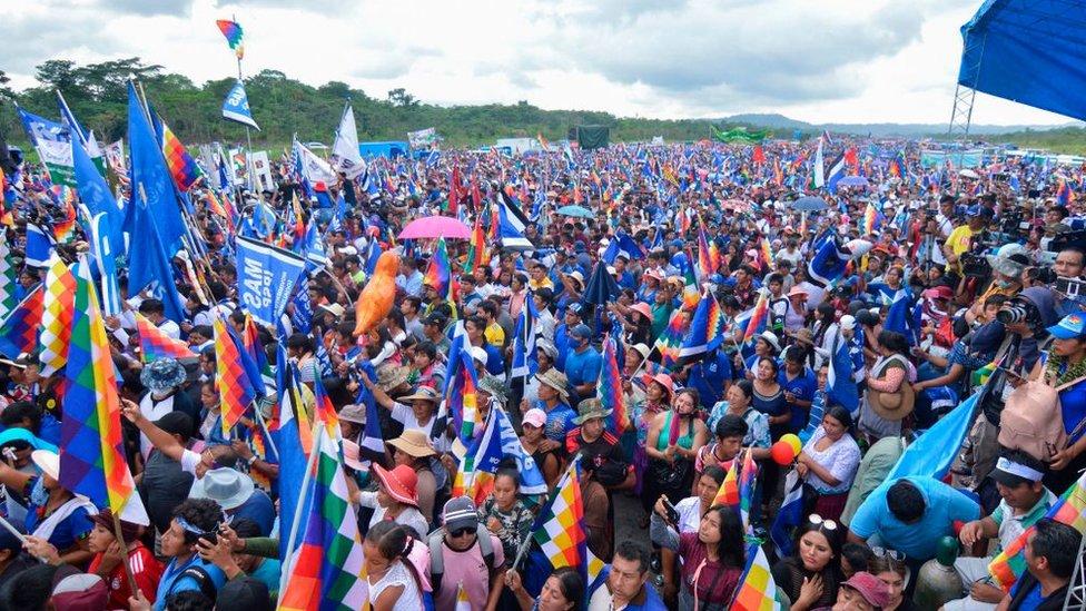 Una multitud recibe a Evo Morales en Chimoré