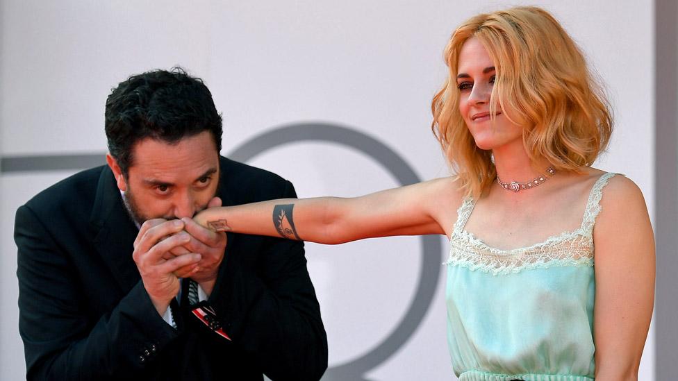 Pablo Larraín y Kristen Stewart en el Festival de Cine de Venecia