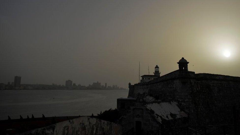 Moro zamak u Havani, na Kubi, prekriven je prašinom
