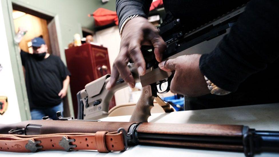 由於擔心拜登將收緊法律,槍支銷售量激增。