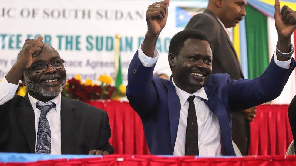 De izquierda a derecha: Gibril Ibrahim Mohammed, presidente del Movimiento de Justicia e Igualdad de Sudán (Jem) y Minni Minnawi del Movimiento / Ejército de Liberación de Sudán (SLM / A) después de la firma del acuerdo de paz - 31 de agosto de 2020
