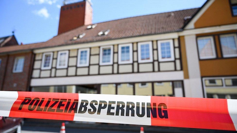 طوقت الشرطة شقة في مدينة فيتينغن بعد العثور على جثتين فيها