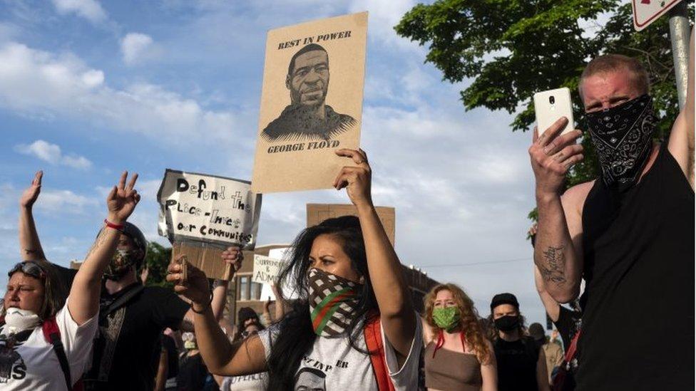 Un grupo de manifestantes por el caso George Floyd