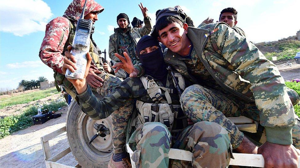مقاتلوا قوات سوريا الديمقراطية
