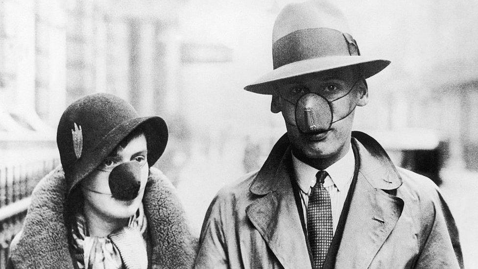 Além da covid: as máscaras que os moradores de Londres já usaram no passado