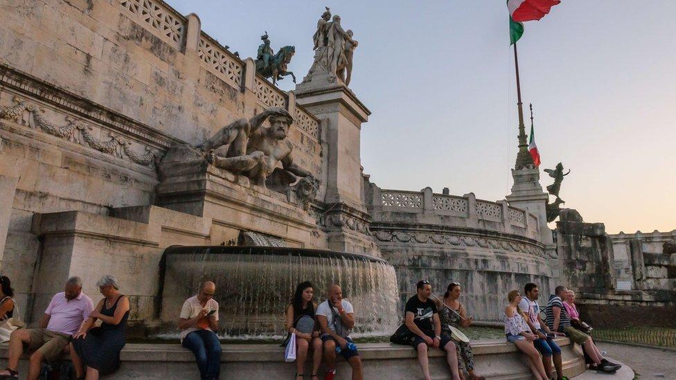 النصب الوطني لفيكتور إيمانويل الثاني بيازا فينيسيا