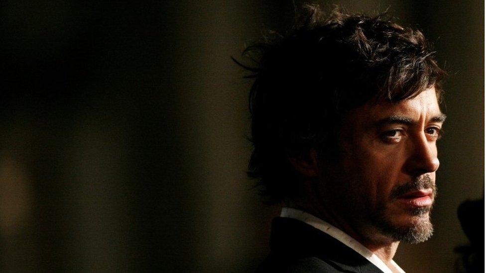 有两部电影的灵感来自这起谋杀案。分别是2007年的《索命黄道带》(Zodiac)由小劳勃道尼(Robert Downey Jr)和杰克·葛伦霍(Jake Gyllenhaal)饰演。(photo:EBCTW)