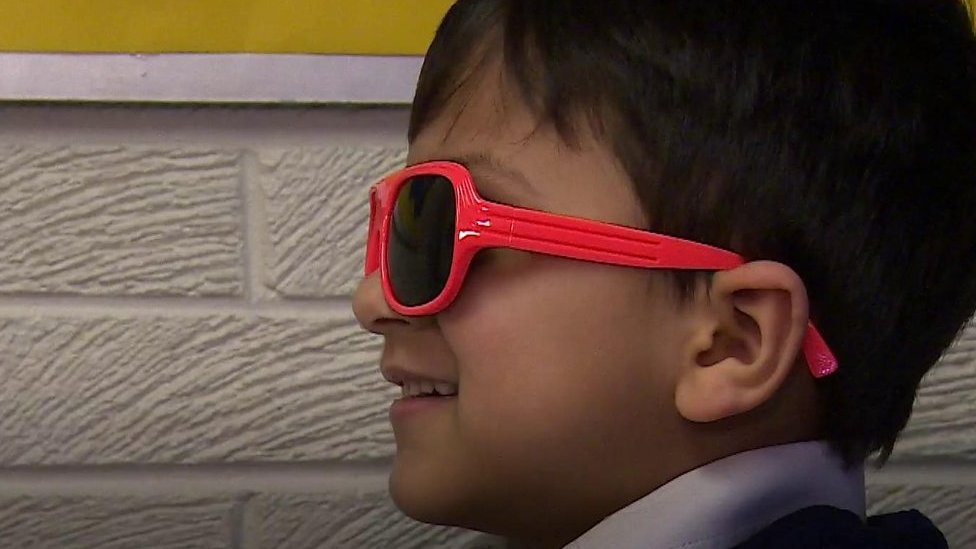 Glasses in school scheme to aid pupils' reading