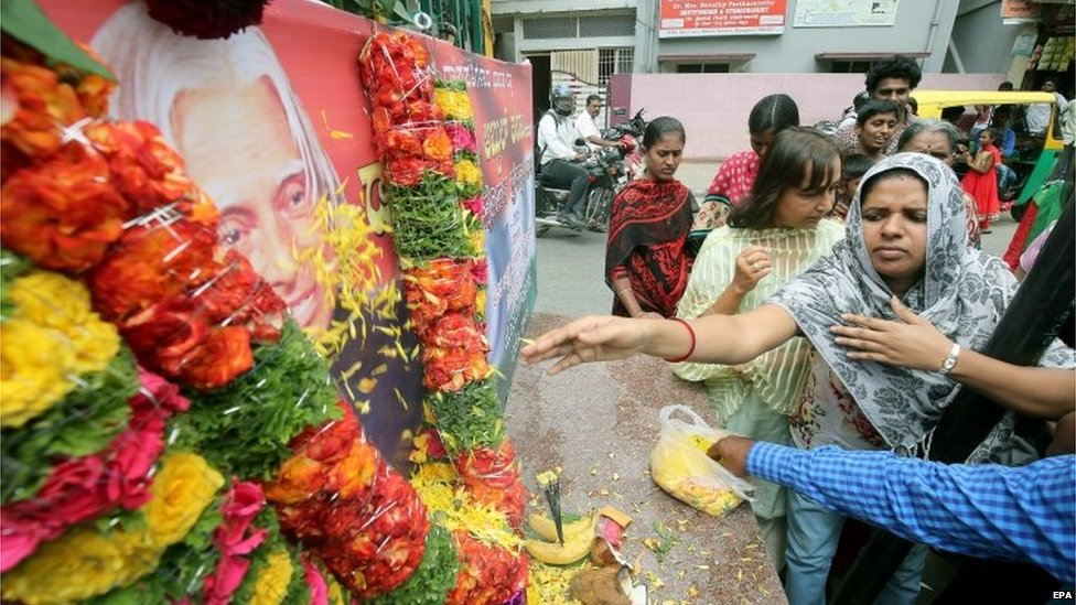 Indian commuters and local residents of Wilson garden put flowers to a portrait (L) of former President of India, APJ Abdul Kalam, in Bangalore, India, 28 July 2015.