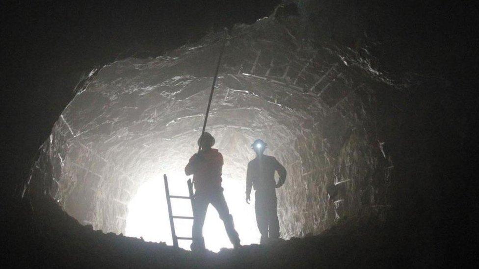 Entrada a la caverna donde está el Reloj de los 10.000 años