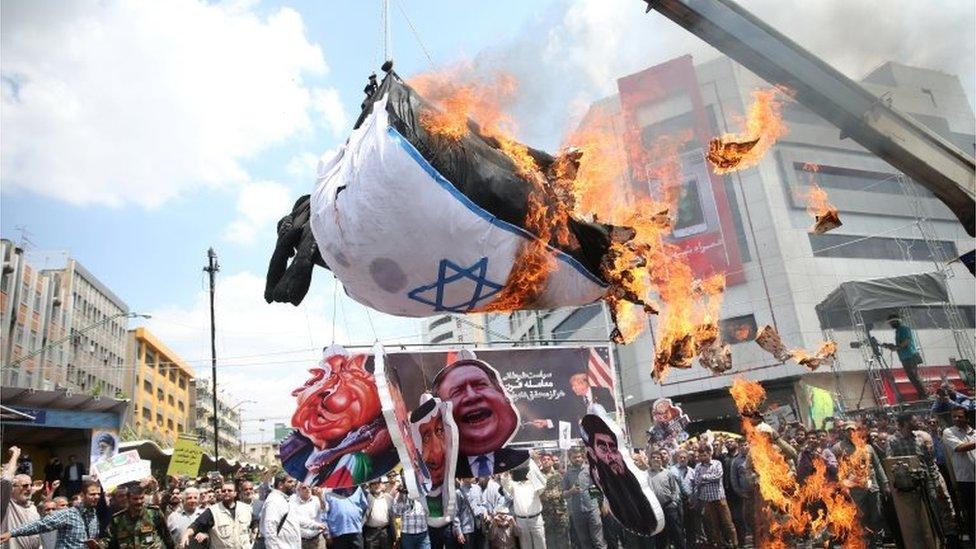 Bendera Israel dibakar di Tehran (31/05/2019).