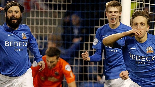 Joel Cooper scored twice in Glenavon's 3-2 win over Linfield