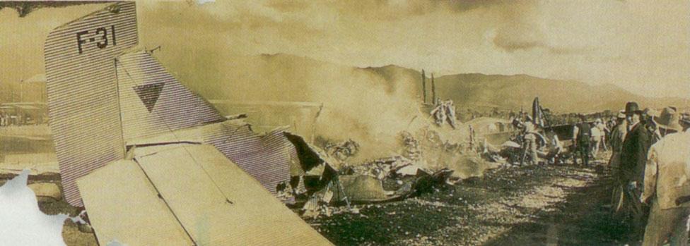 Una imagen del accidente aéreo en el que murieron Gardel, su compositor y letrista Alfredo Le Pera, y 15 personas más, publicada en el diario El Tiempo de Colombia.