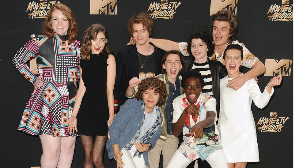 Charlie Heaton poses with the cast members of Stranger Things