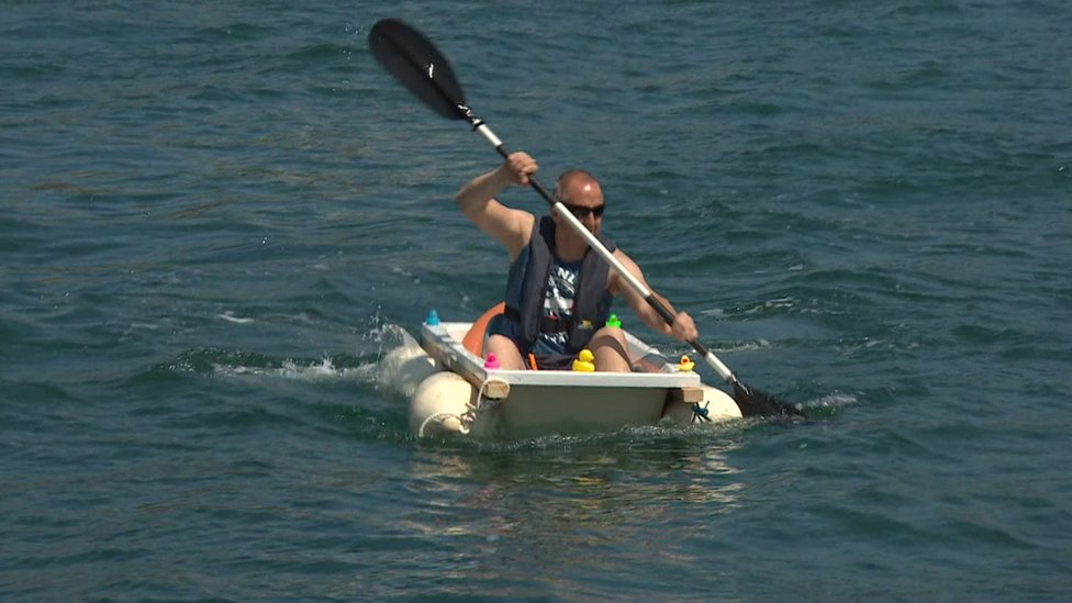 Man rows across Devon harbour in bathtub for charity