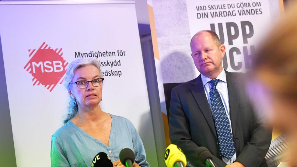 """Lanzamiento del manual """"Si llega la crisis o la guerra"""" por los directores de la Agencia de Contingencia Civil de Suecia"""