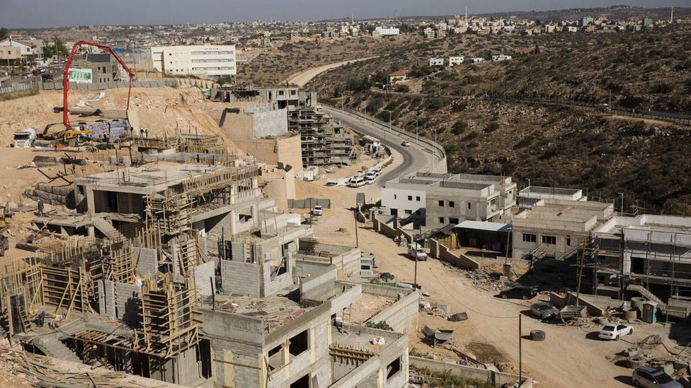 """البناء جار على قدم وساق في مستوطنة """"إلكانا"""" اليهودية في الضفة الغربية المحتلة (19 تشرين الثاني/نوفمبر 2019)"""