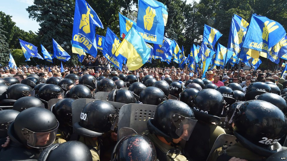 Flag-waving protesters face off against Ukrainian police