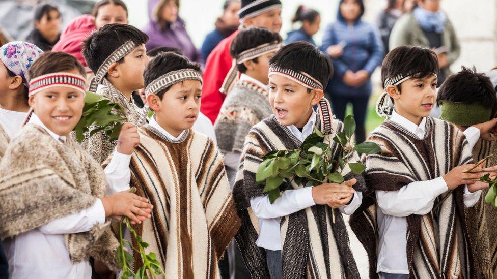 Niños mapuche.