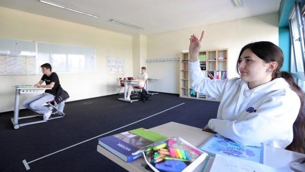 School observing social distancing rules in Dortmund