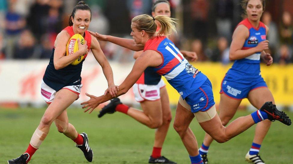 AFLW: How a women's league has captivated Australia - BBC News