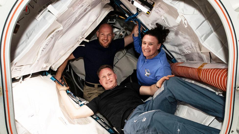 Alexandre Gerst, Serguei Prokopyev y Serena Auñón-Chancellor en la Estación Espacial Internacional