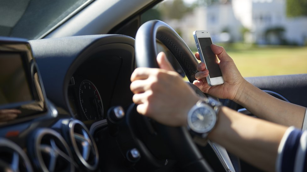 UK Government to ban taking photos while driving