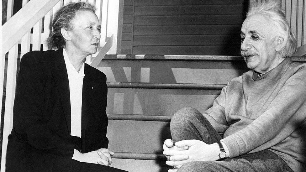 Foto de 1948 de Irene Curie junto a Albert Einstein