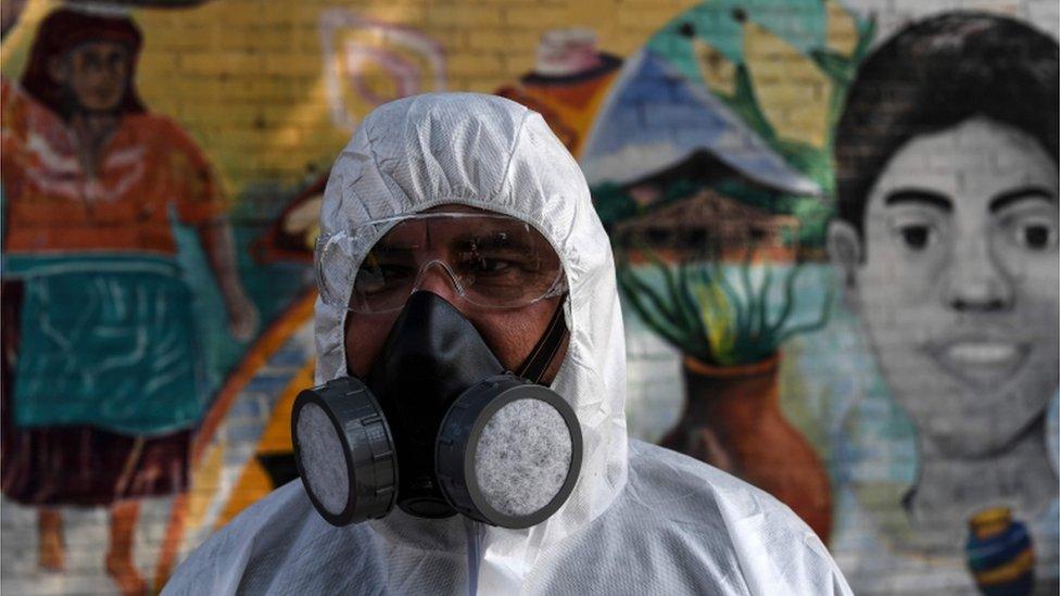 Trabajador de limpieza en El Salvador