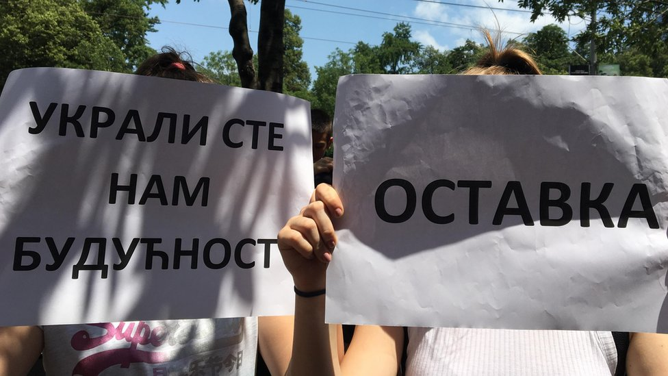 transparent s protesta