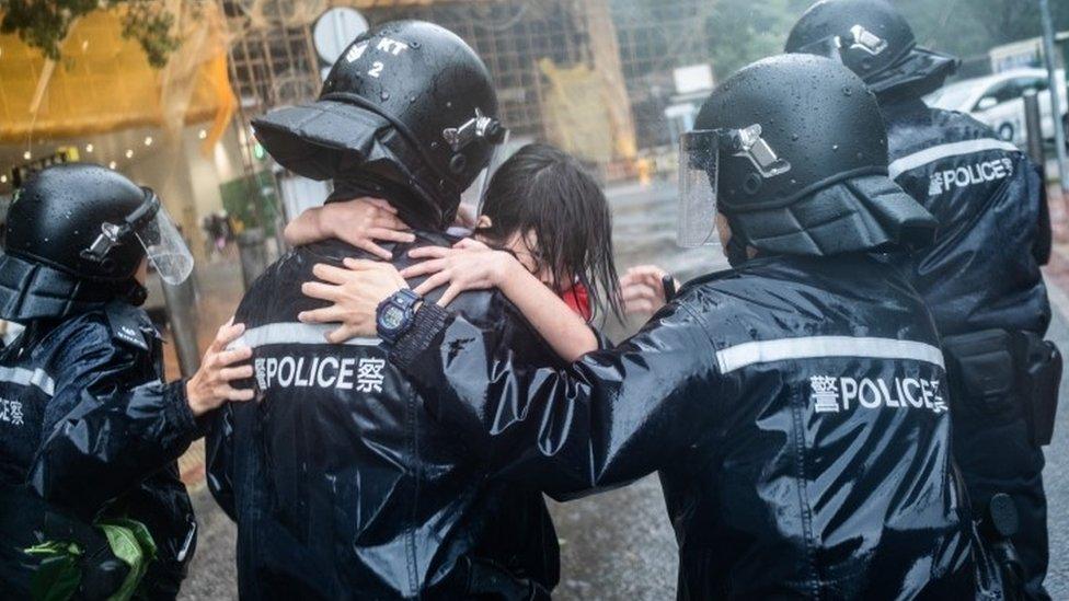Тайфун Мангхут обрушився на Гонконг: більше 100 постраждалих