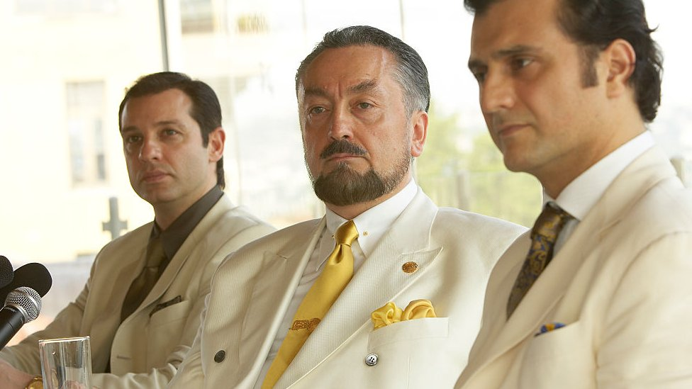 Adnan Oktar ve 2 grup üyesi, 2006