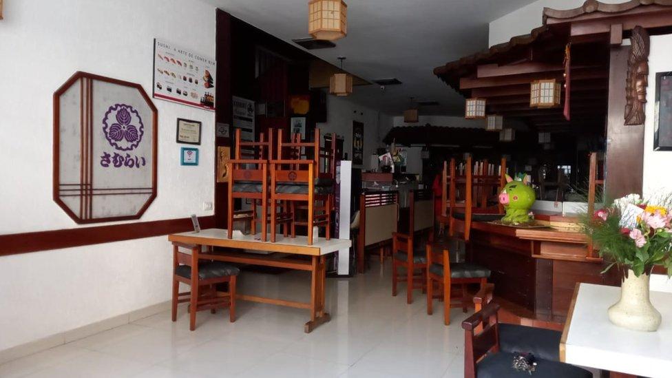Restaurante Samurai com salão vazio