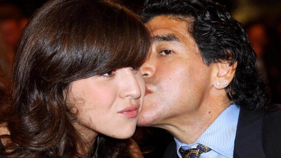 Maradona kisses his daughter Gianinna