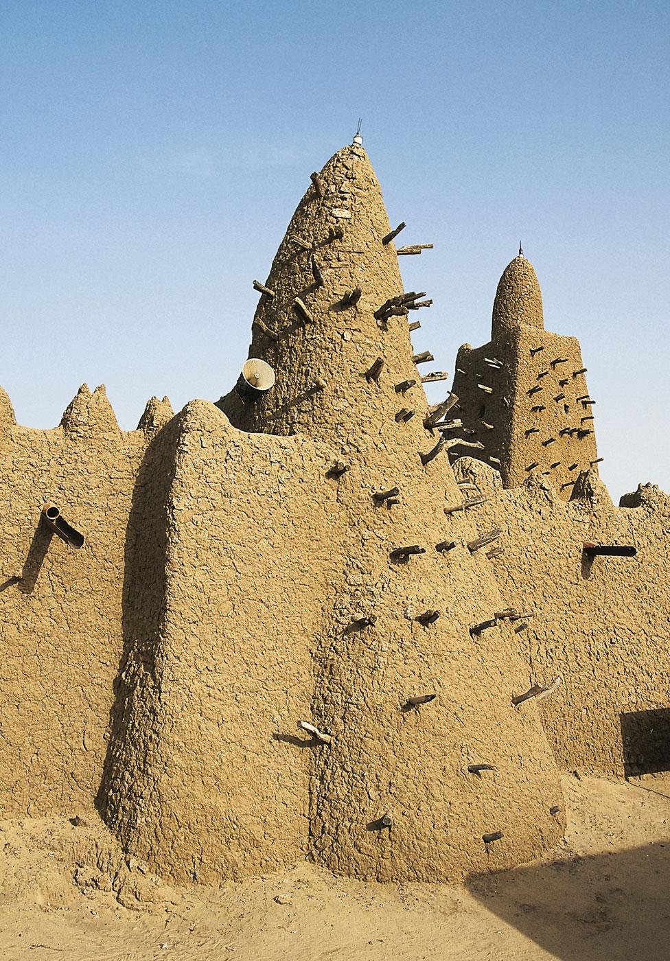Mansa Musa je 1327. naručio izgradnju slavne džamije Đingarejber