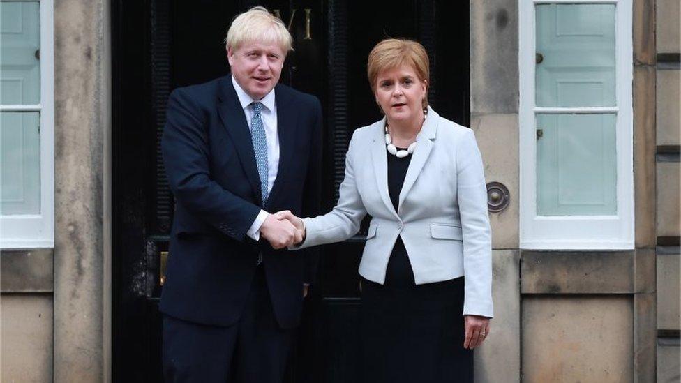 Boris Johnson y Nicola Sturgeon