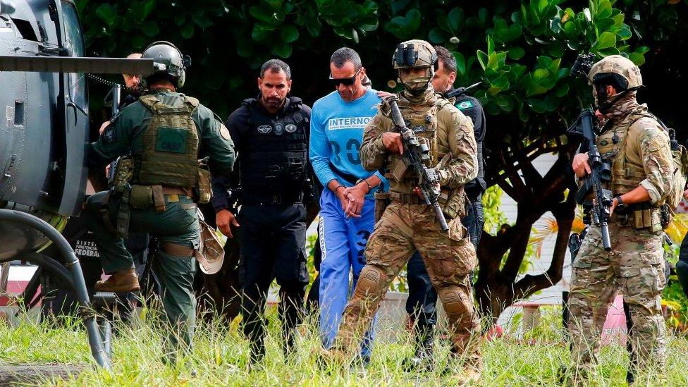 La policía brasileña escolta