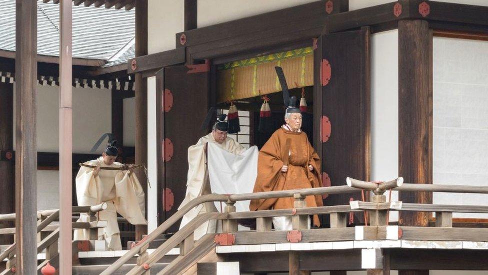 Akihito menghadiri upacara turun takhta