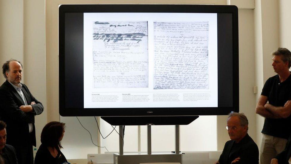 Las páginas inéditas del diario de Ana Frank fueron presentadas en Ámsterdam.