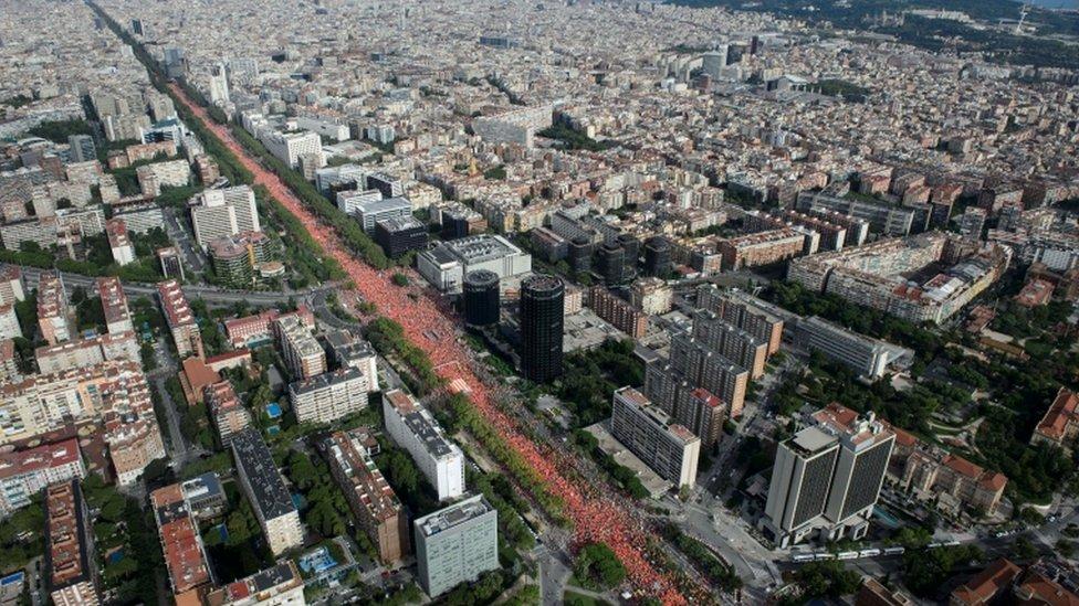 Ulice Barselone prepune crvenih majica .