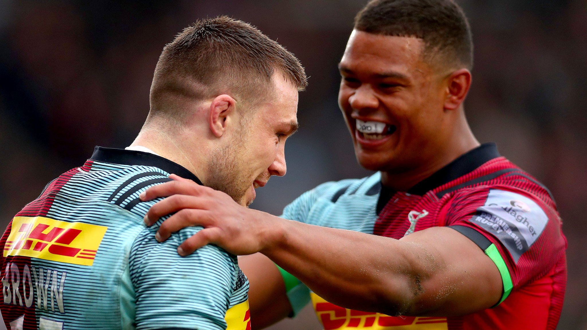 Quins run in seven tries against Worcester to go third