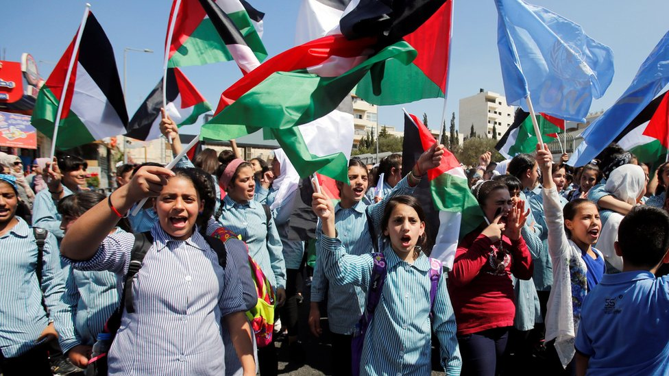 Palestinian schoolgirls protest against US decision to cut funding to Unrwa in Bethlehem, in the occupied West Bank (26 September 2018)